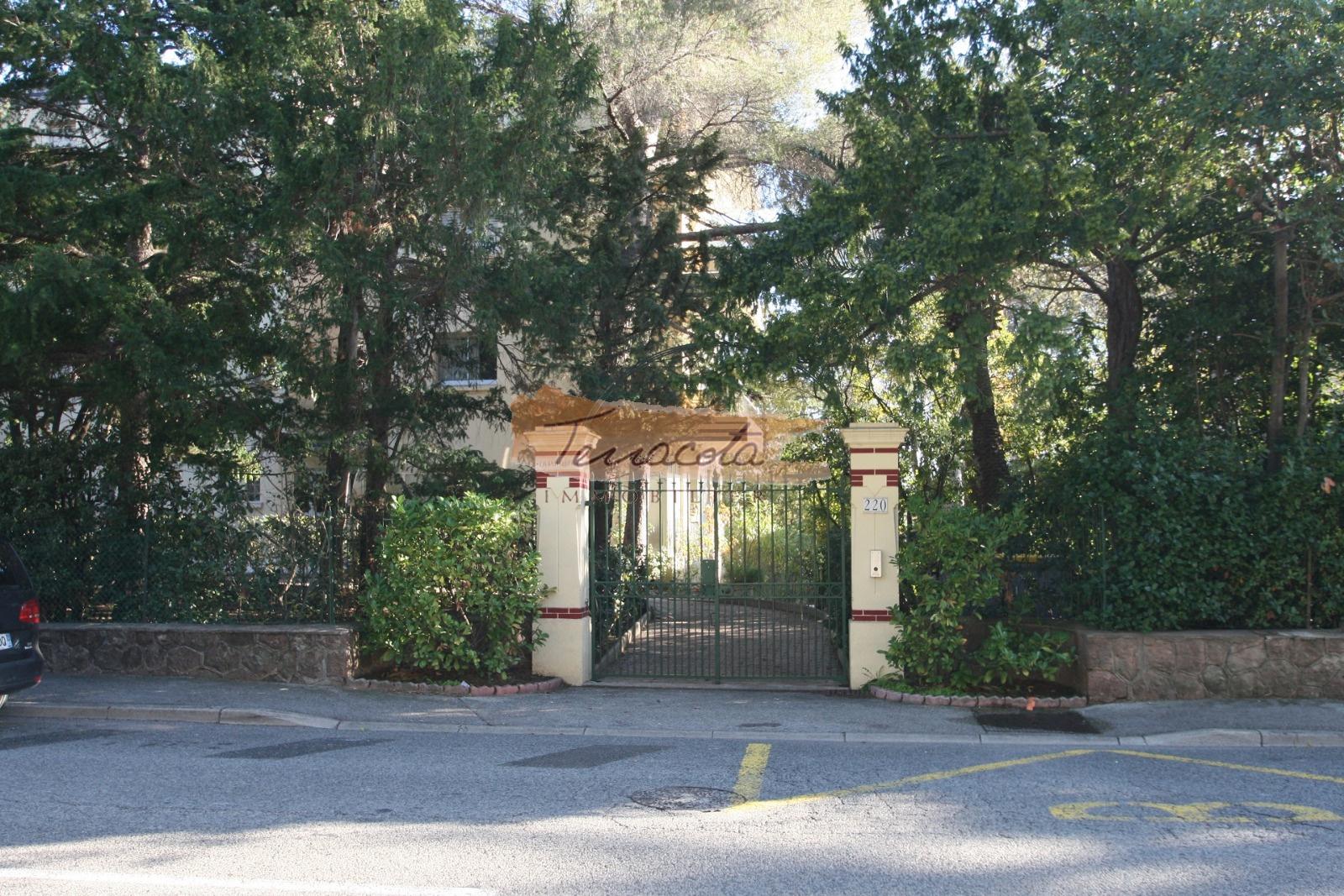 entrée résidence, parking privé