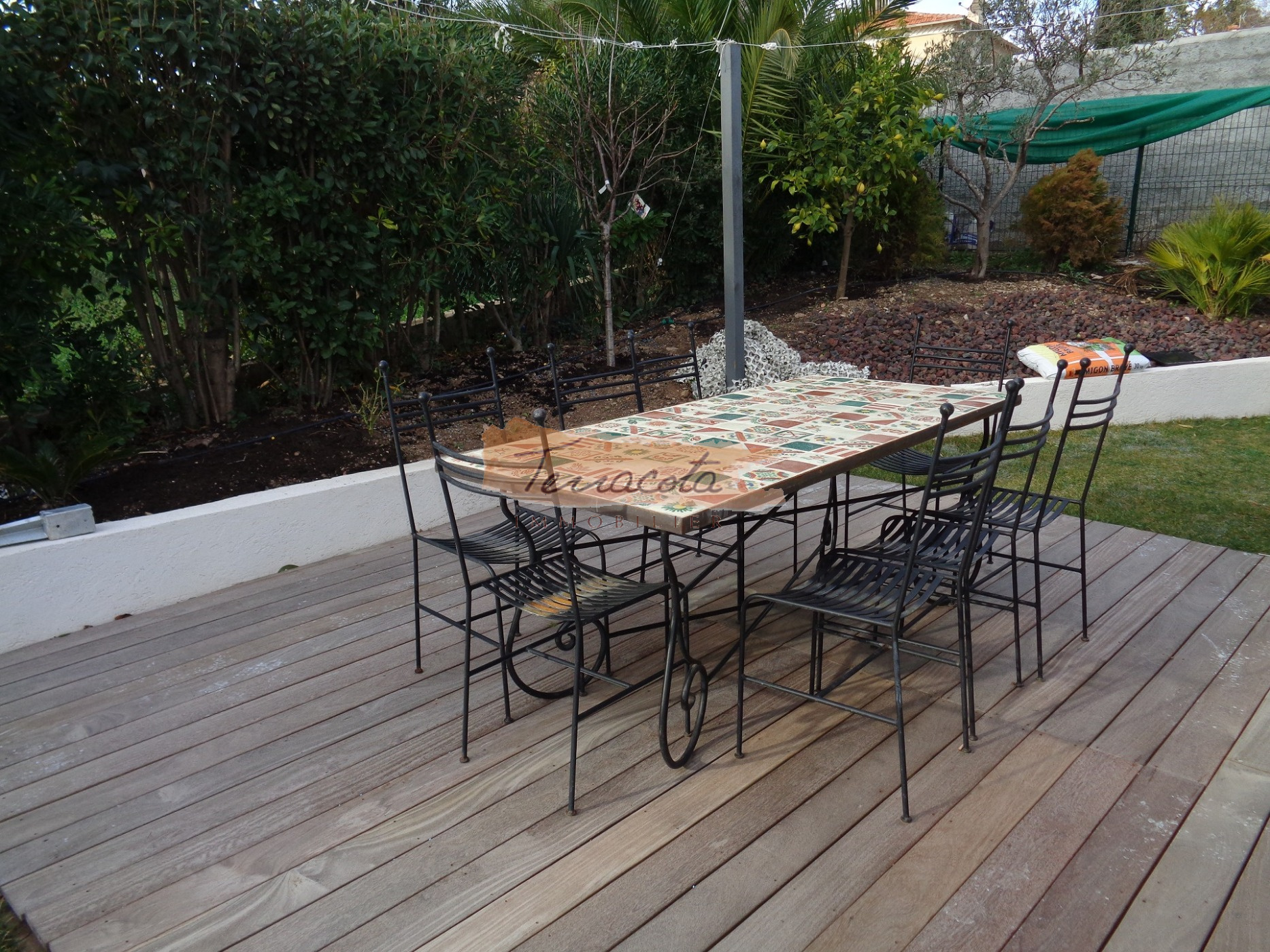 TERRASSE OUEST AMENAGEE ET OMBRAGEE