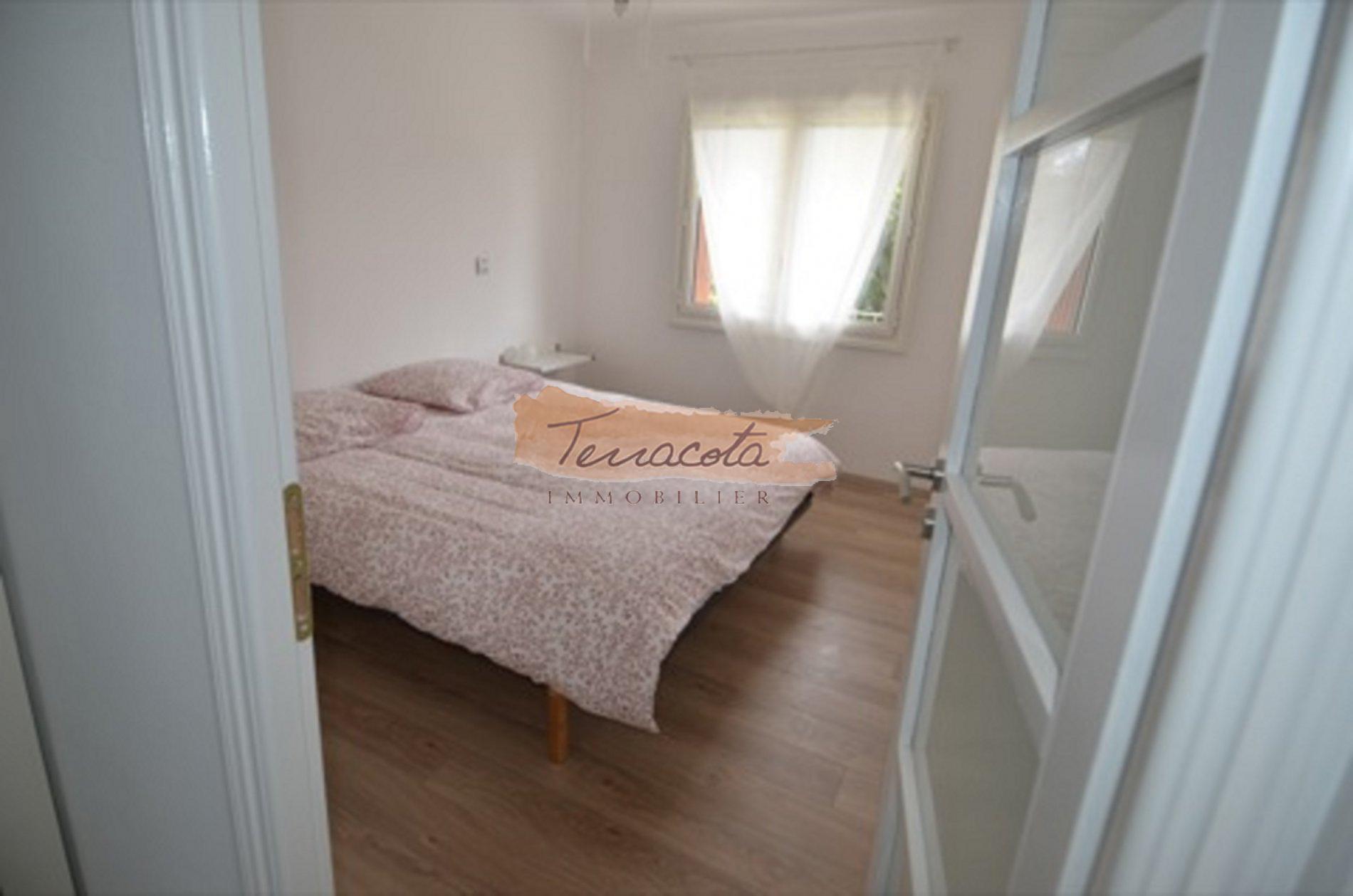 chambre double lit 180/200 avec grand placard