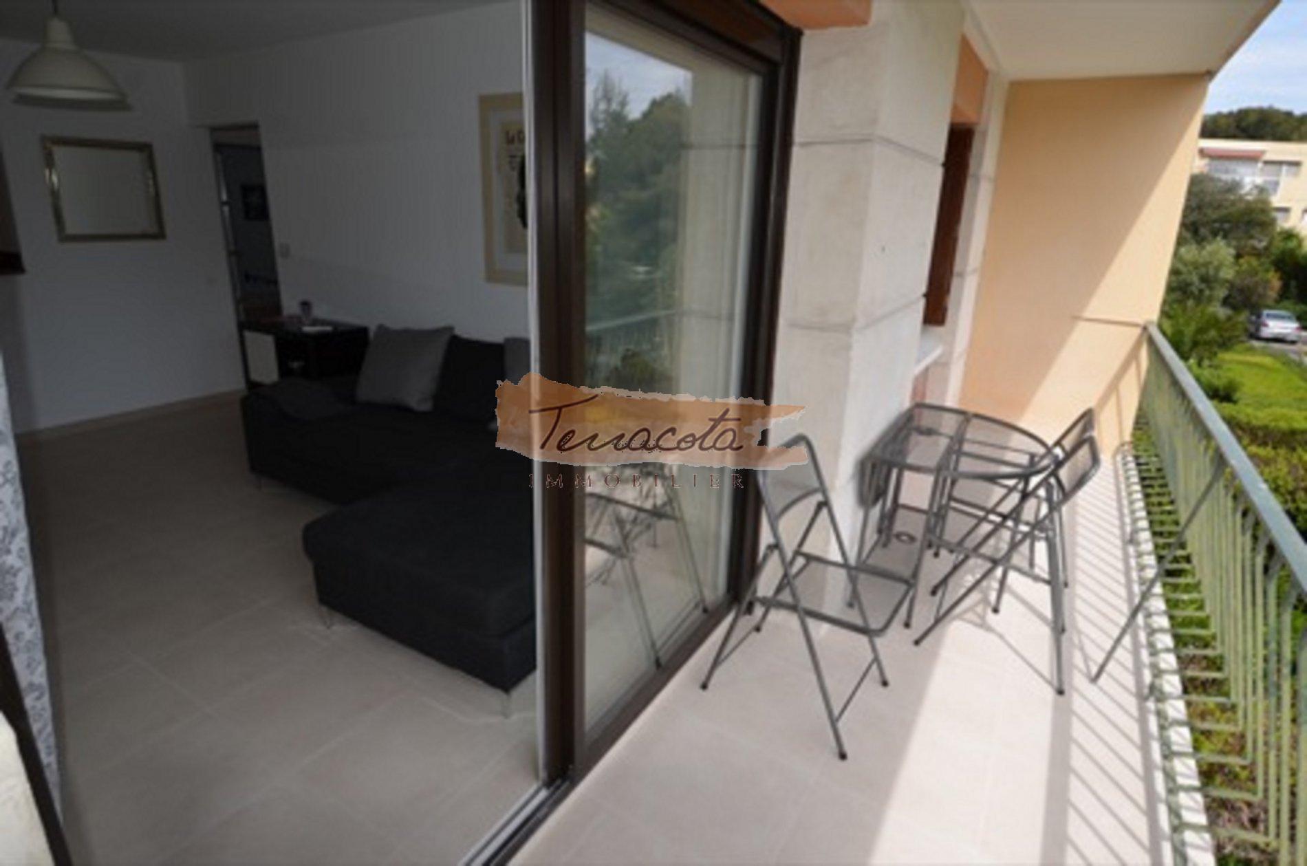 balcon/terrasse aménagée pour les repas