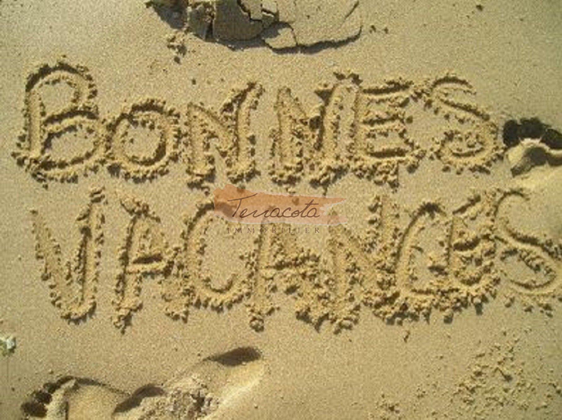 plage de sable et crique de rocher à 5 minutes de l'appartement