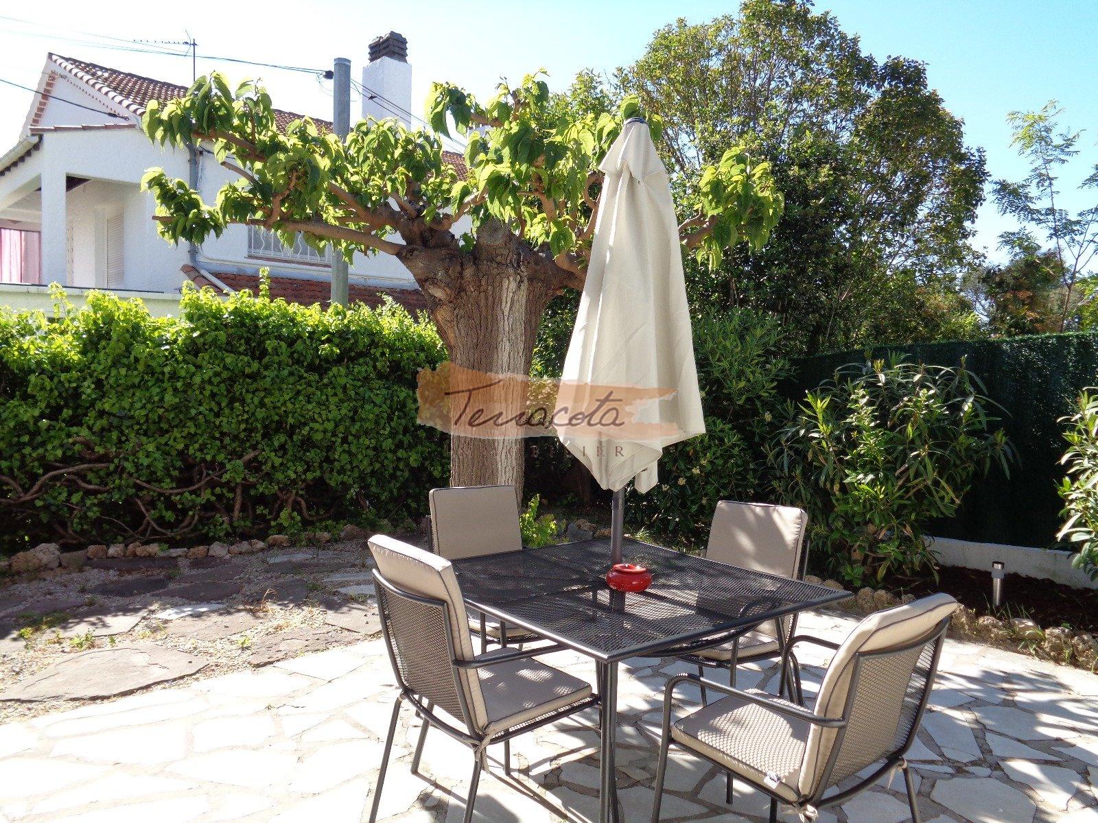terrasse jardin aménagée (barbecue)