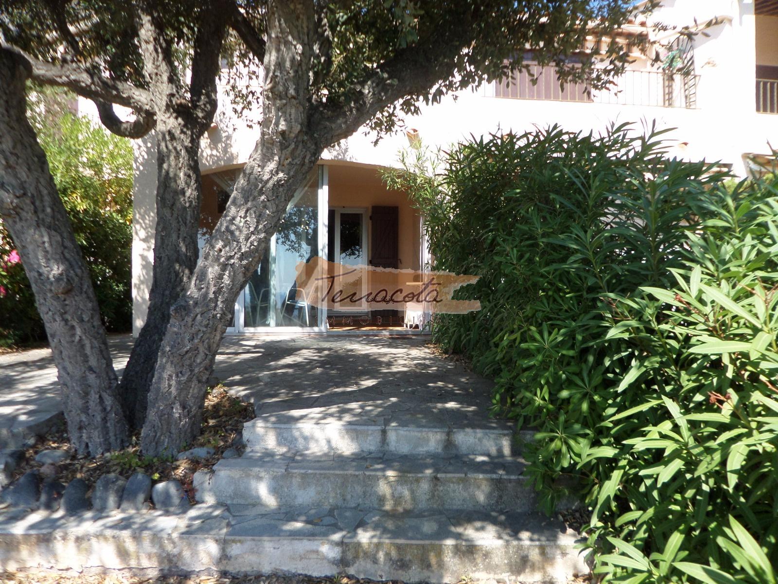 location STUDIO en rez de jardin, Boulouris Panorama
